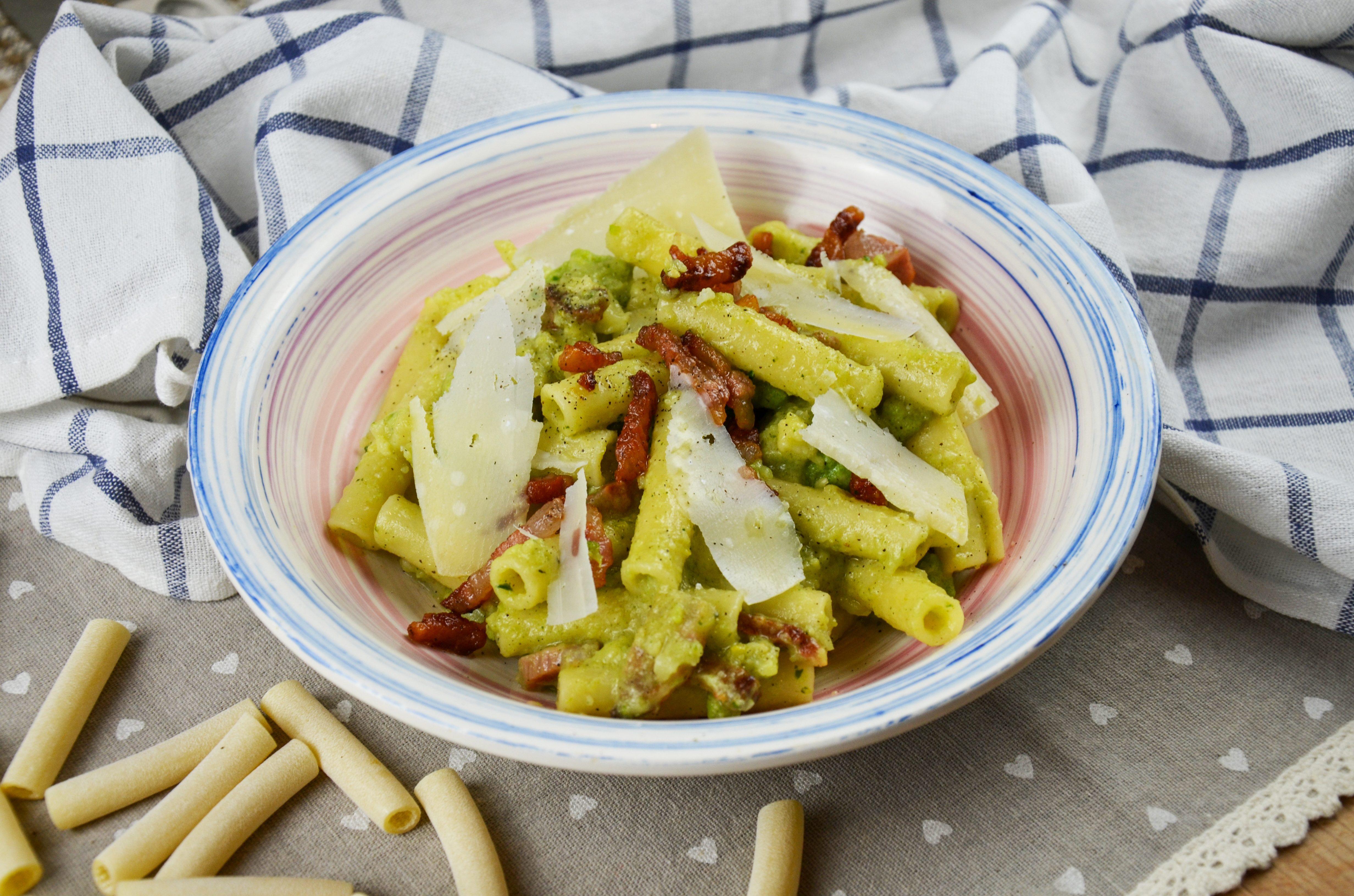 Pasta con broccolo romano e guanciale: la ricetta del piatto ricco e saporito