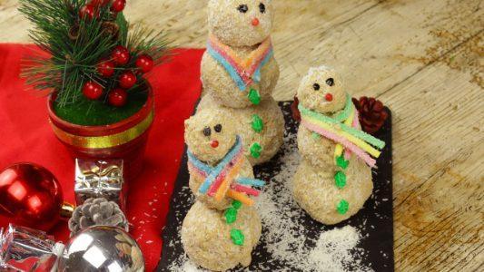 Pupazzi di neve dolci: la ricetta dei dolcetti natalizi facili e veloci