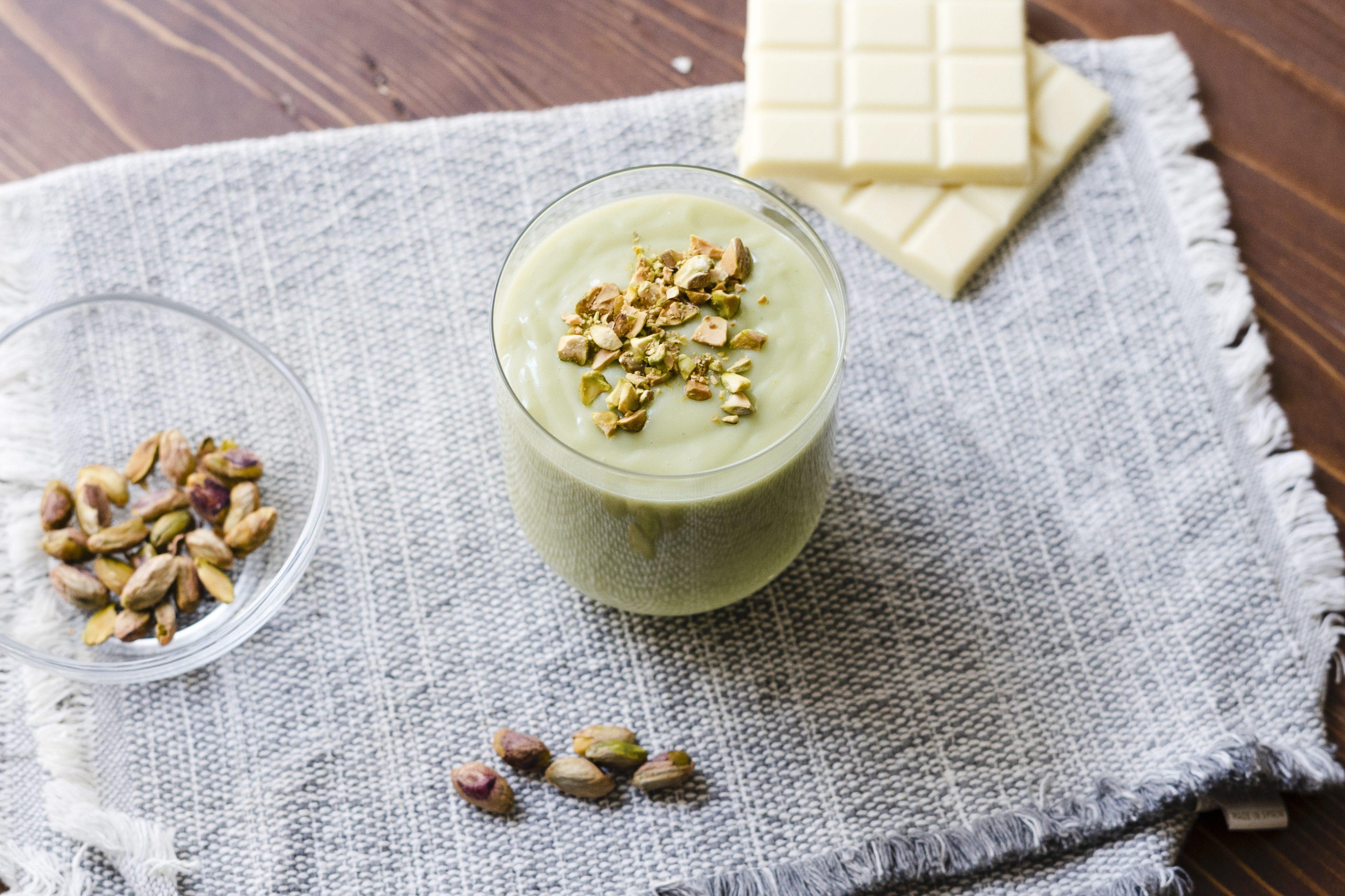 Cioccolata calda al pistacchio: la ricetta del comfort food cremoso e super goloso