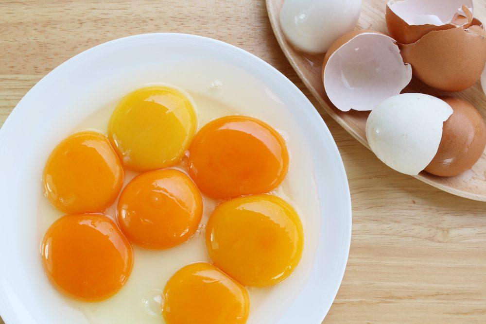 Come interpretare i diversi colori dei tuorli delle uova
