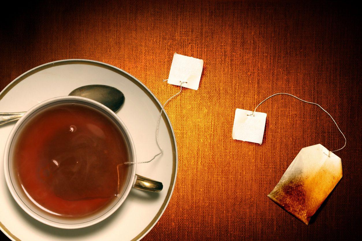 Come riutilizzare le bustine da tè usate: 6 modi per impiegarle in casa