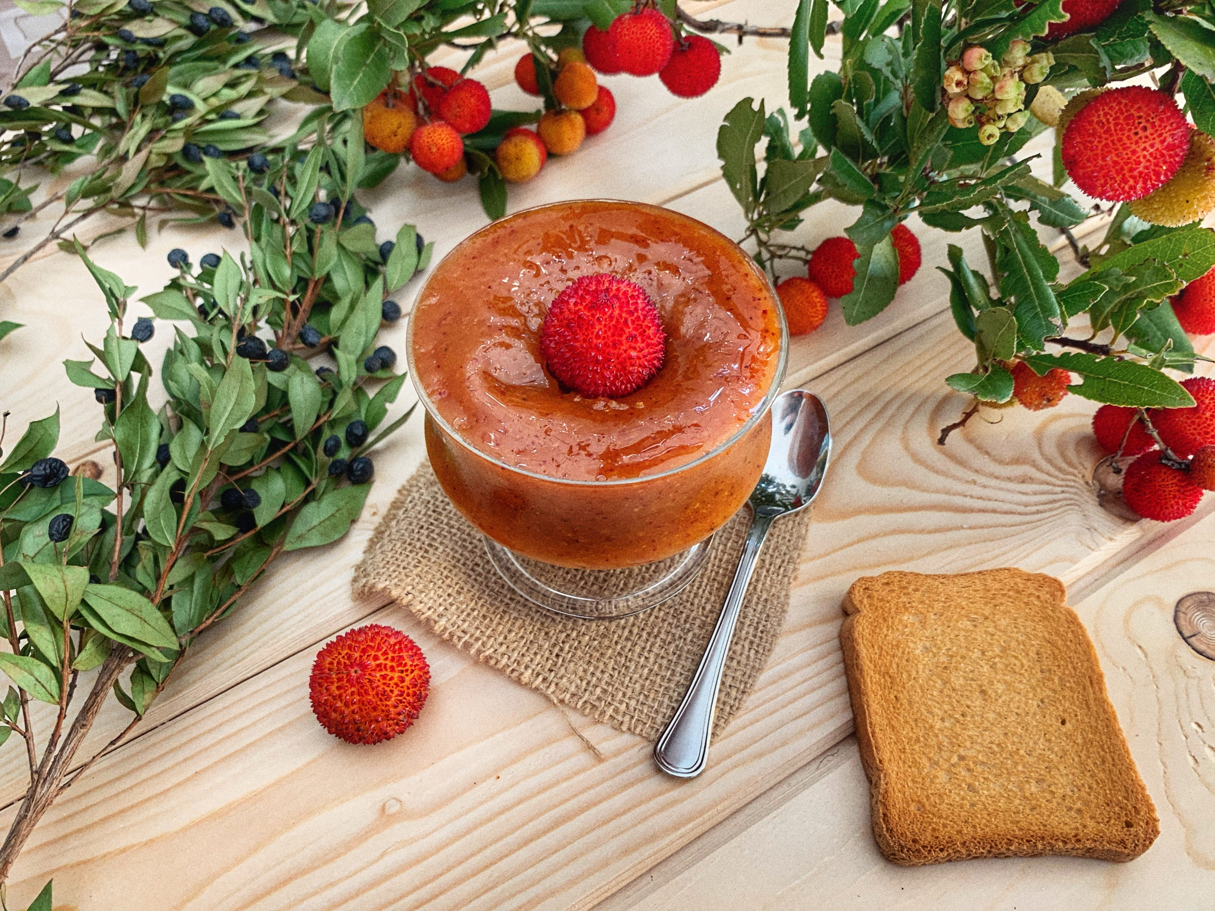 Confettura di corbezzole: la ricetta golosa per conservare un frutto quasi dimenticato