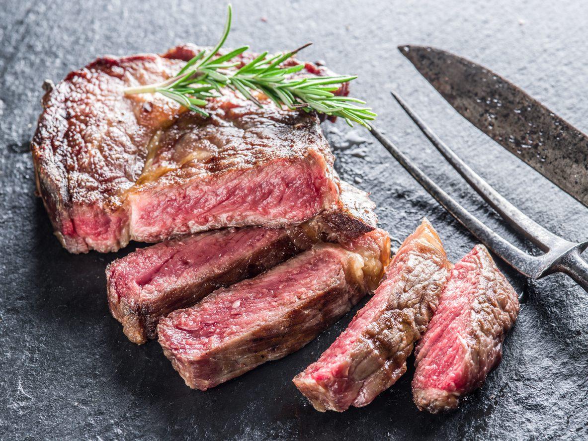 Come cucinare una costata perfetta: regole, trucchi e consigli da seguire