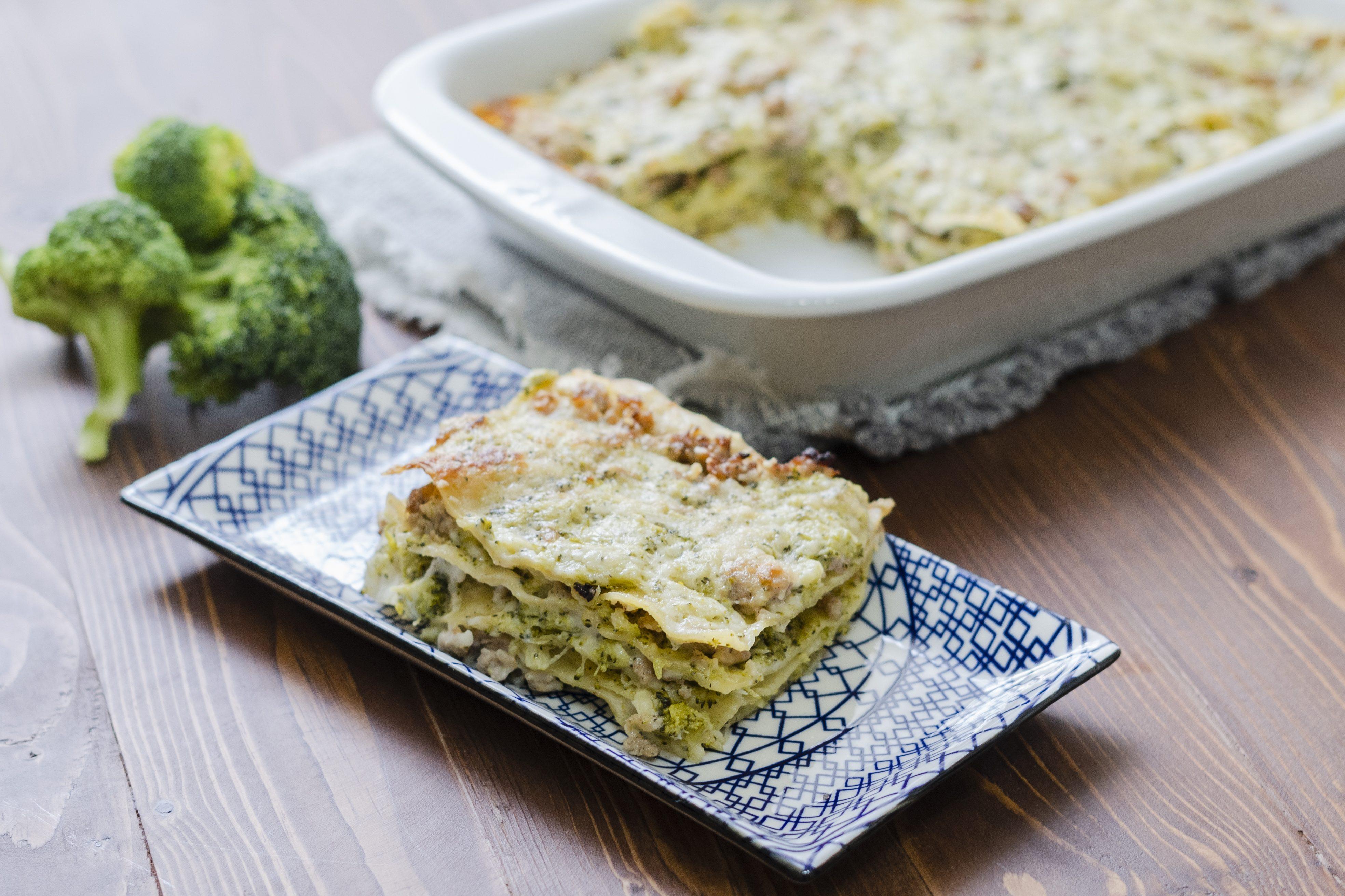 Lasagna broccoli e salsiccia: la ricetta del piatto della domenica ricco e goloso