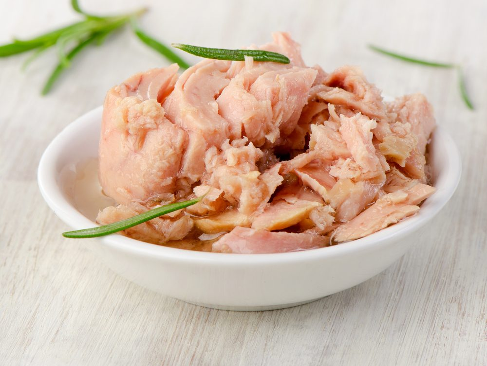 L'olio del tonno in scatola è ricco di vitamina D e omega -3: riutilizzatelo così