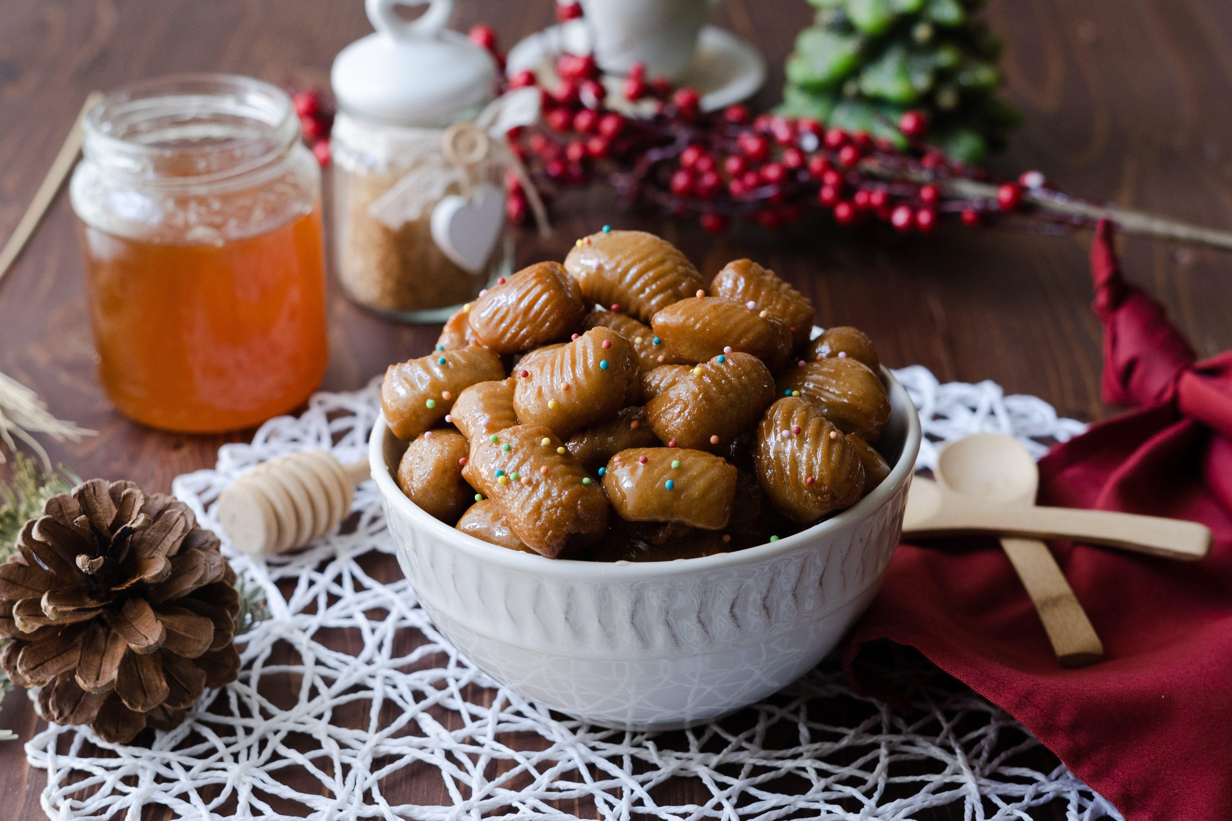 Crustoli: la ricetta dei dolci calabresi semplici e profumati