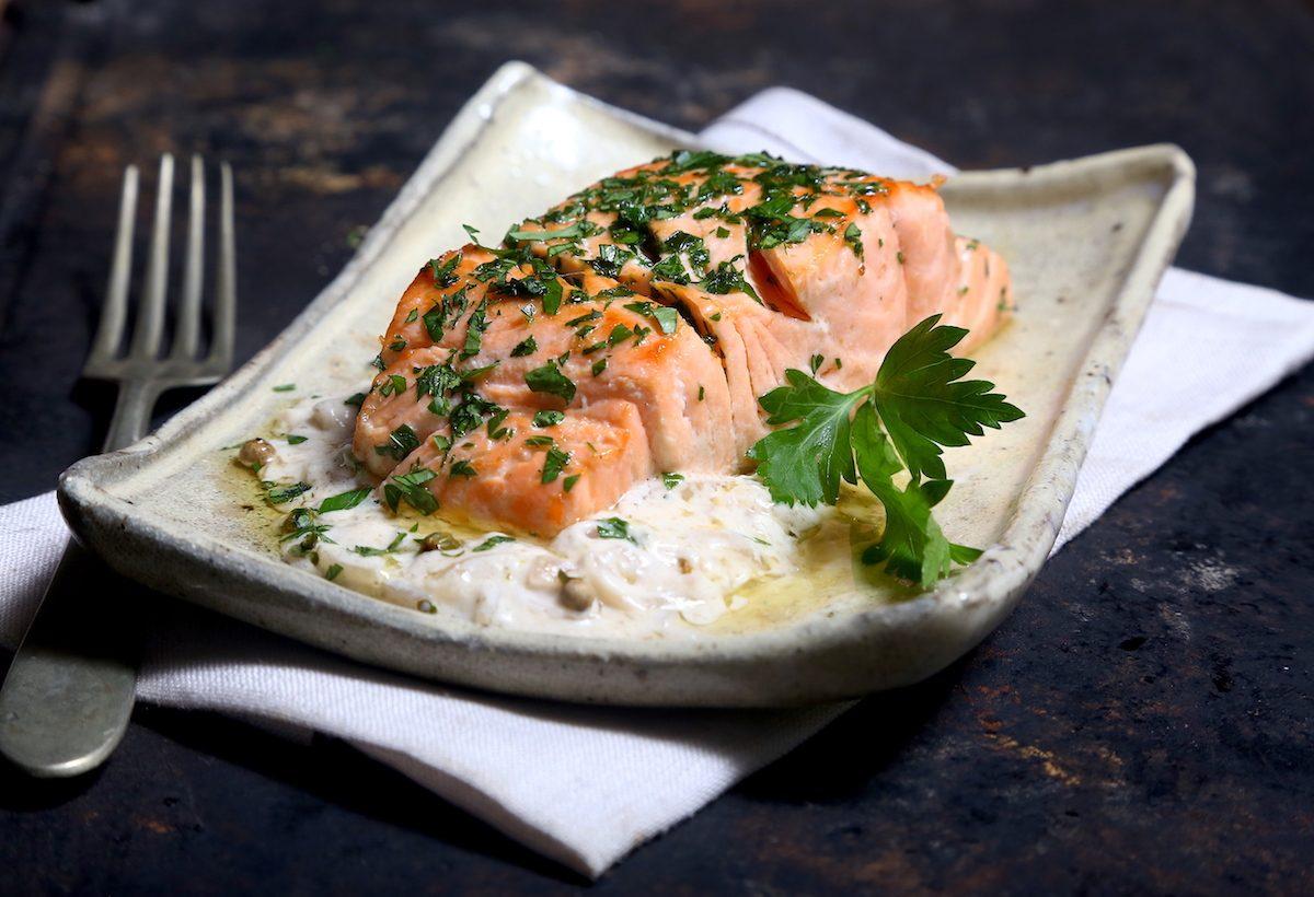 Salmone al pepe verde: la ricetta del piatto raffinato e gustoso