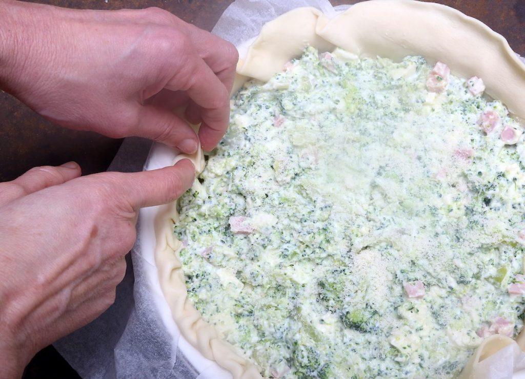8_torta broccoli_ripiegare bordi © Gooduria lab