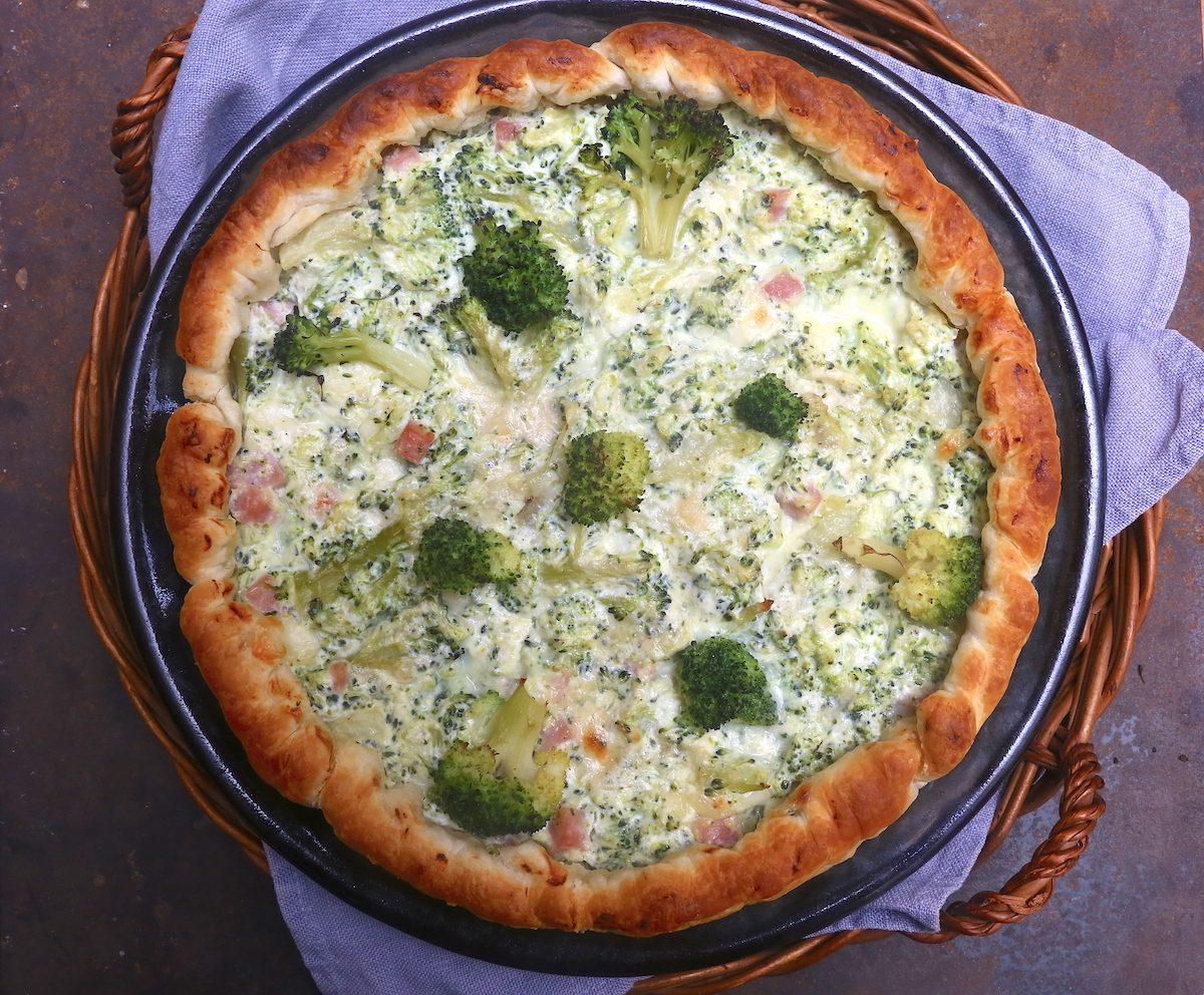 Torta salata con broccoli e ricotta: la ricetta del piatto goloso e filante