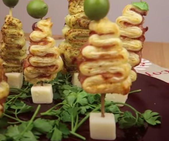 Alberelli di pasta sfoglia: la ricetta dell'antipasto natalizio ideale come segnaposto