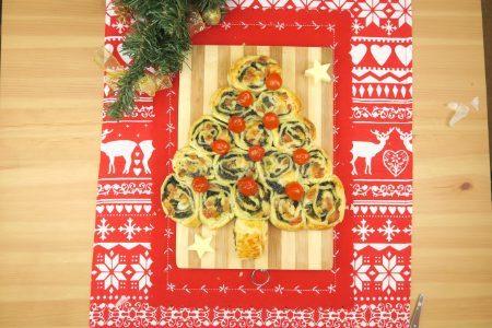 Albero di Natale con girelle di sfoglia: la ricetta dell'antipasto veloce e sfizioso