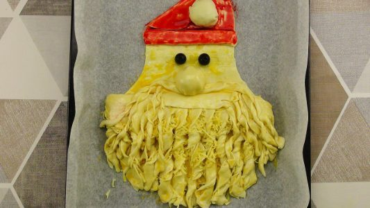 Babbo Natale di pasta sfoglia: la ricetta dell'antipasto natalizio veloce e scenografico
