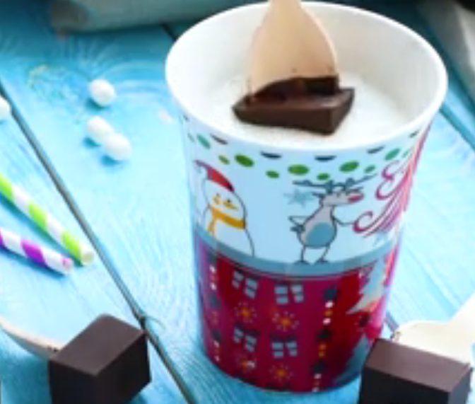 Cioccolata calda su stecco: la ricetta pratica e golosa da sciogliere nel latte caldo