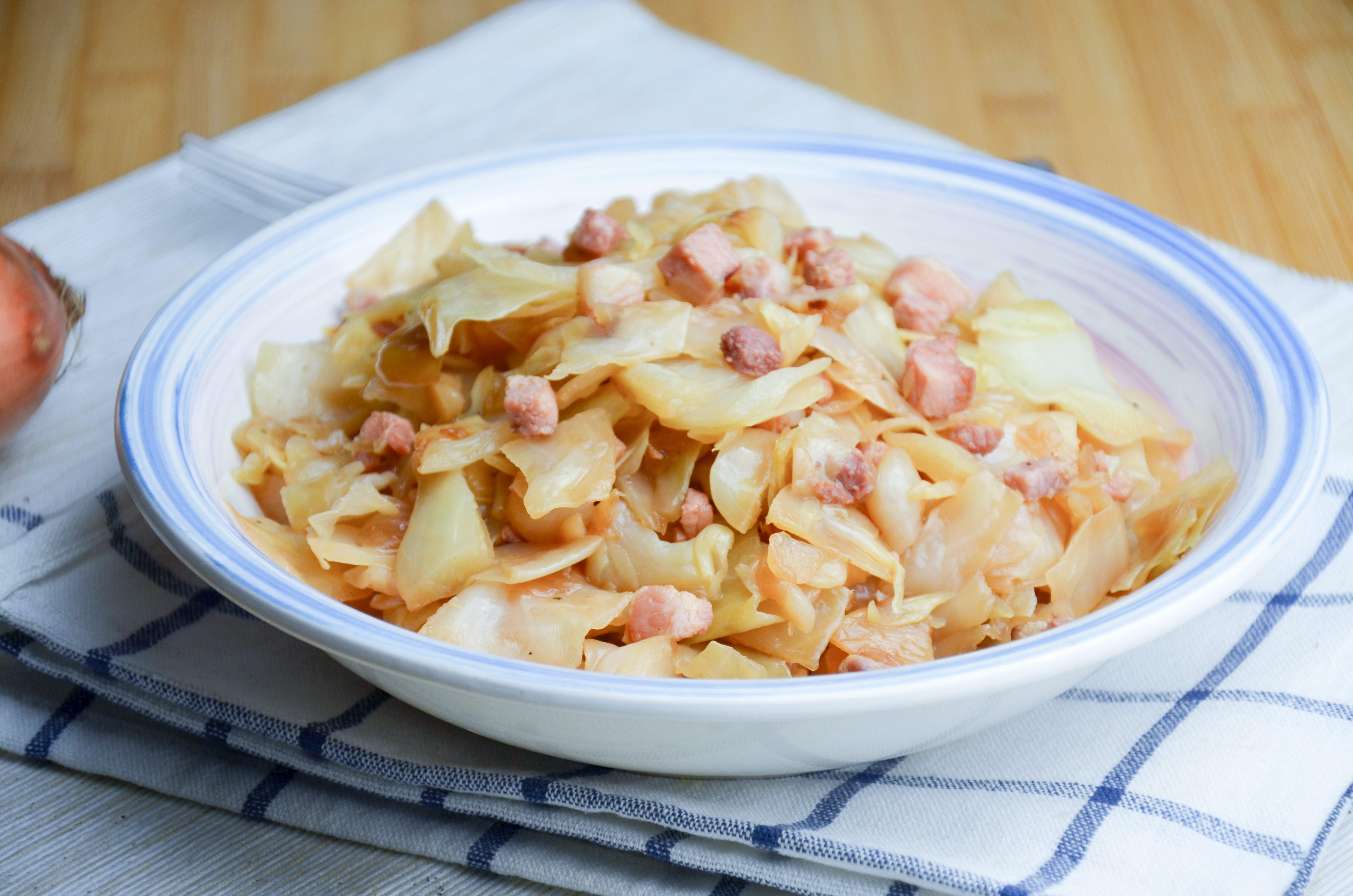 Crauti e pancetta in tegame: la ricetta del contorno ricco e saporito