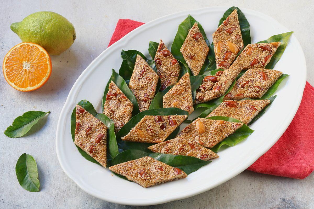 Giurgiulena: la ricetta del goloso croccante alle mandorle e sesamo