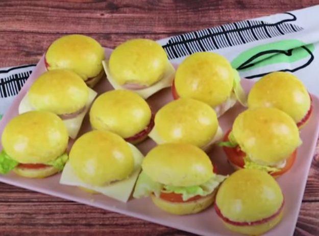 Panini da buffet: la ricetta dei panini al latte farciti soffici e sfiziosi