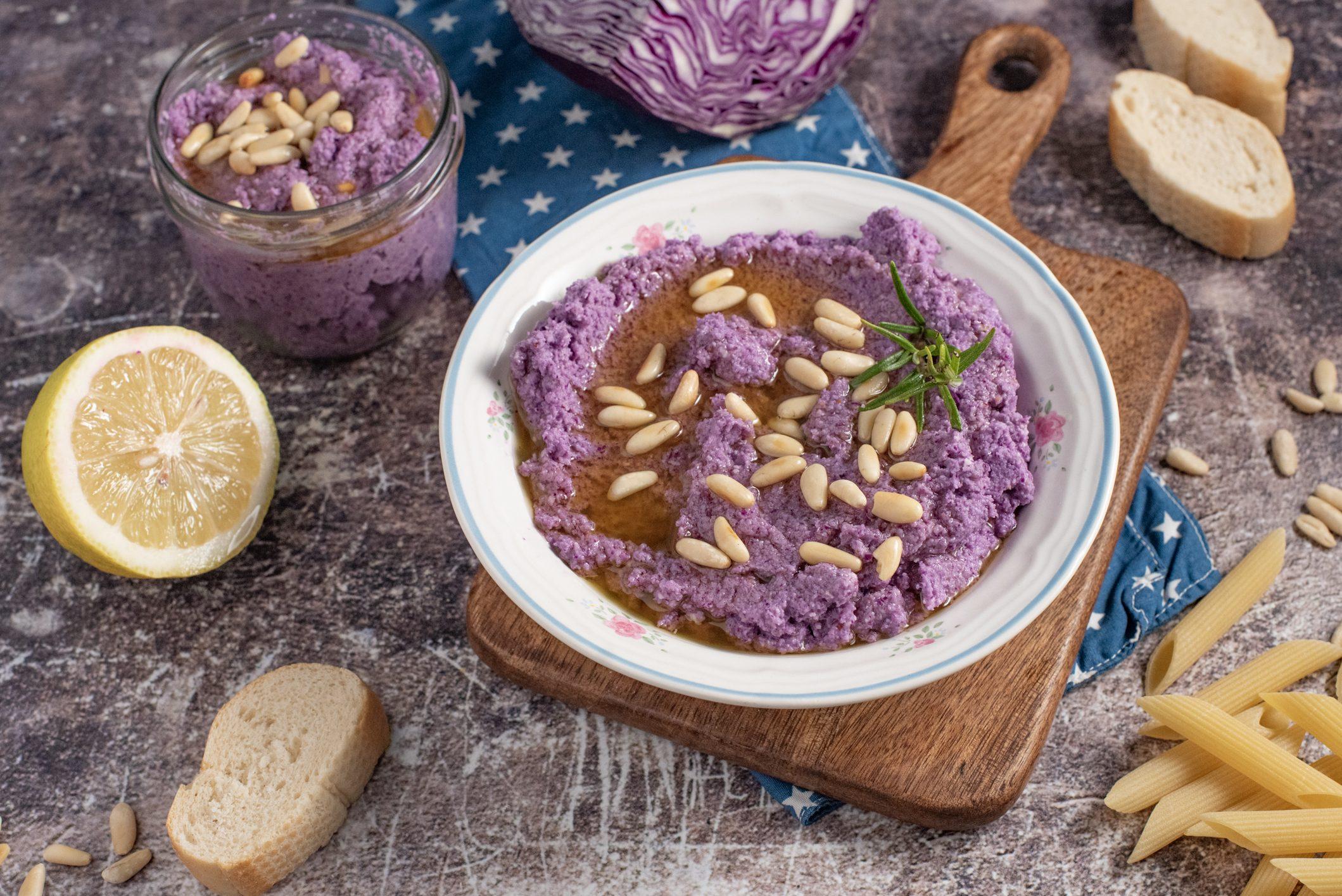 Pesto di cavolo viola: la ricetta della salsa sfiziosa e versatile