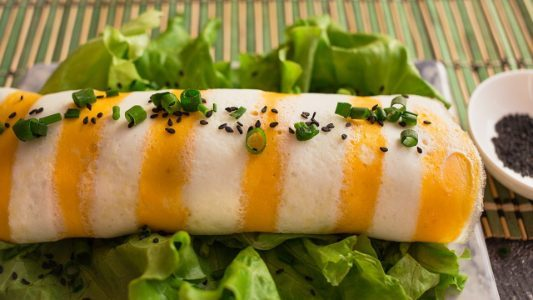 Rotolo di frittata e riso: la ricetta della pietanza sfiziosa e originale