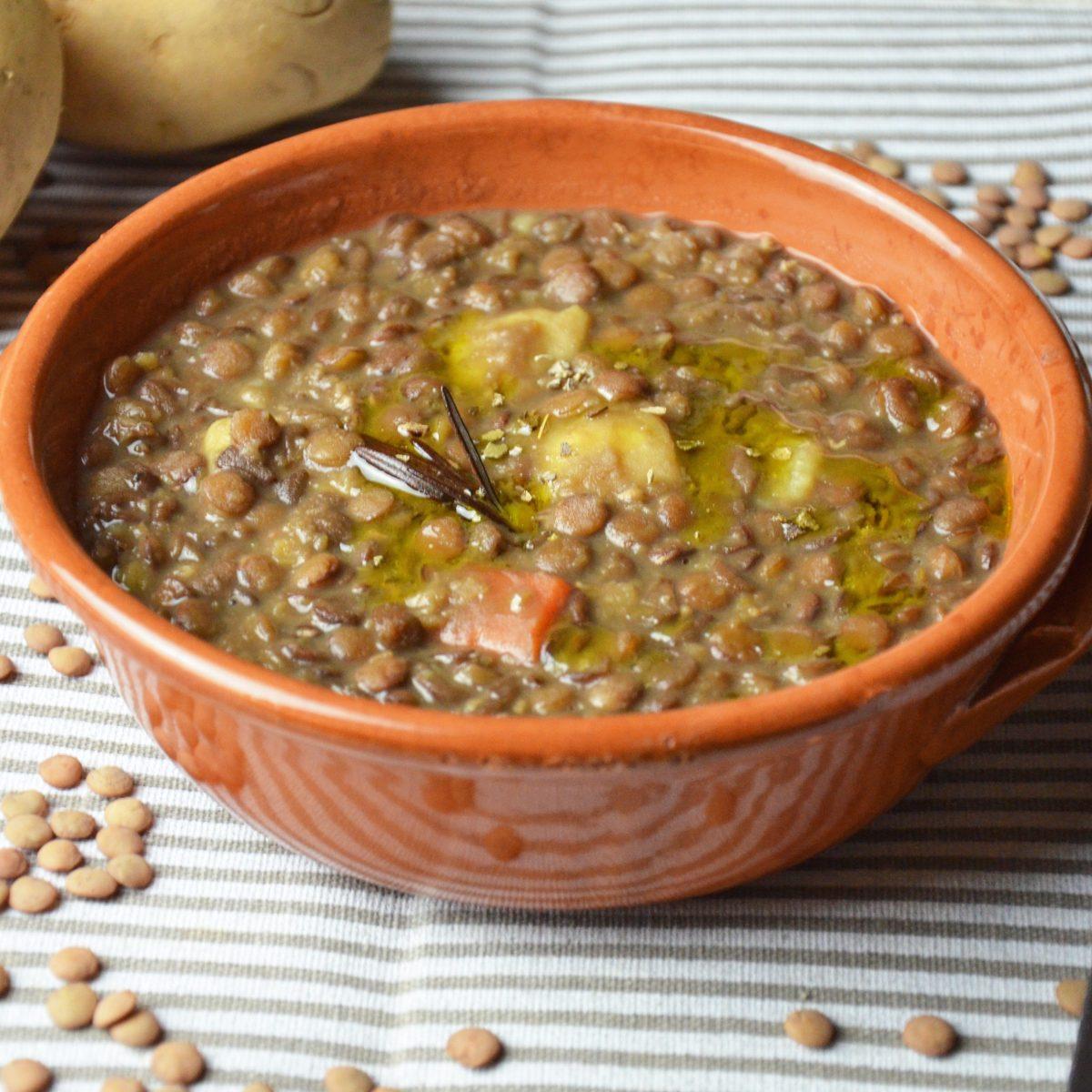Ricetta Lenticchie E Patate.Zuppa Di Lenticchie E Patate La Ricetta Del Piatto Caldo E Nutriente