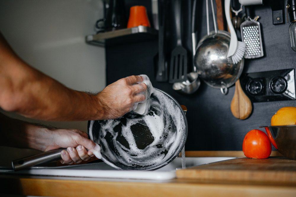 Come pulire correttamente la padella in ghisa e farla durare più a lungo possibile