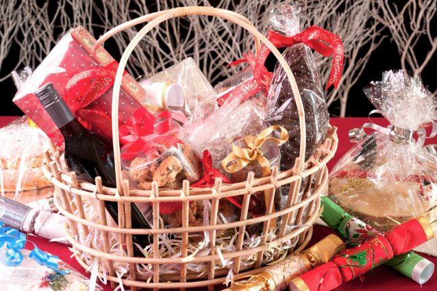 cosa mettere nel cesto di Natale e come riempirlo