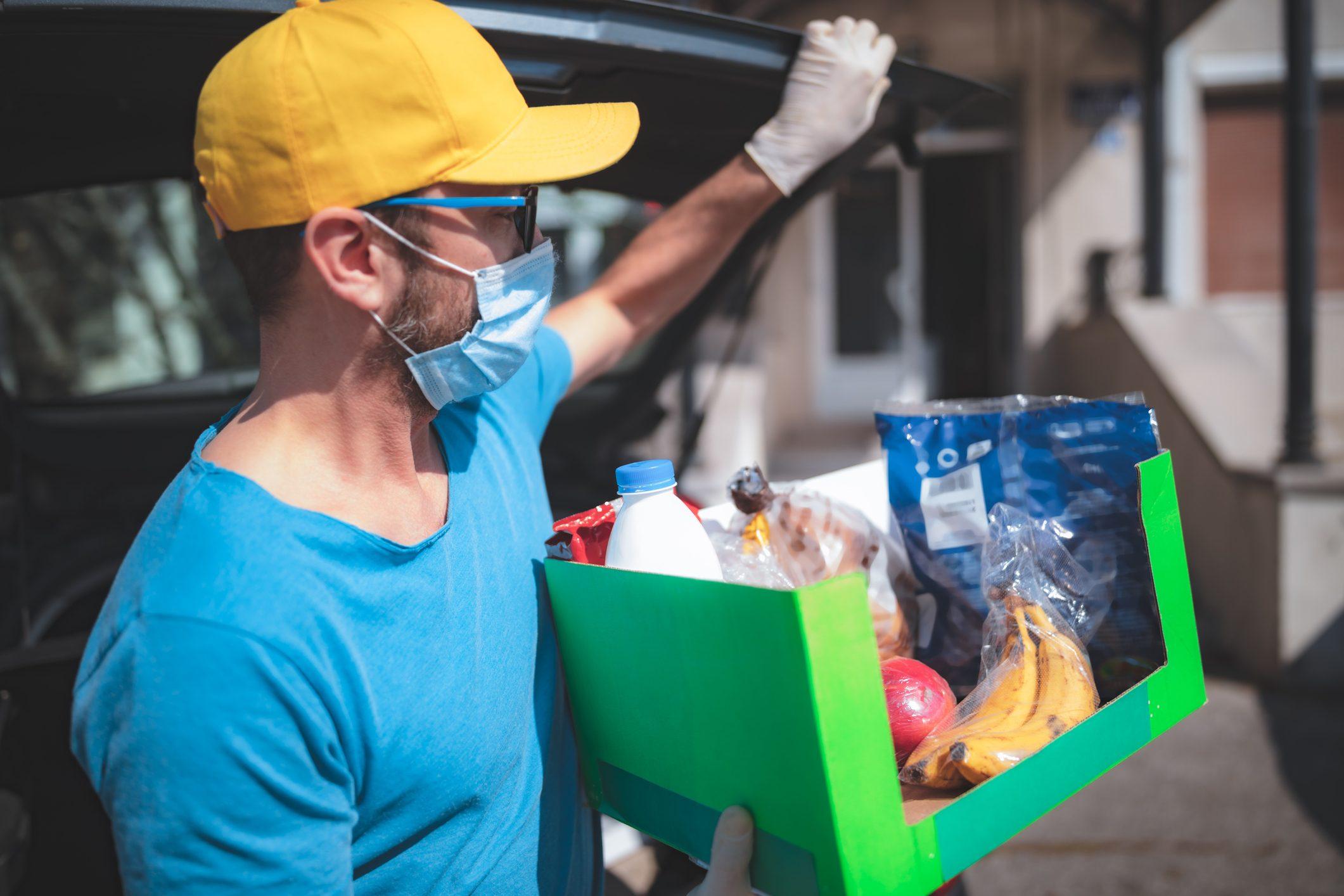 Ikea e Banco Alimentare donano pasti caldi e pacchi alimentari in tutta Italia