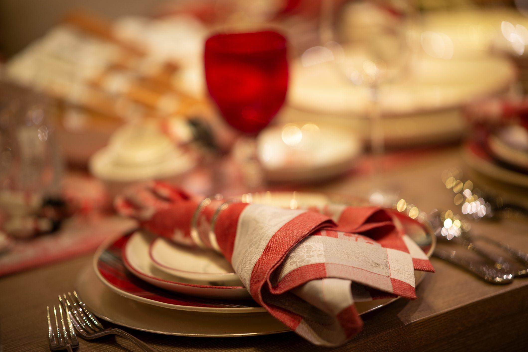Nuovo Dpcm: pranzo a casa o nei ristoranti? Ecco cosa si può fare a Natale e Capodanno