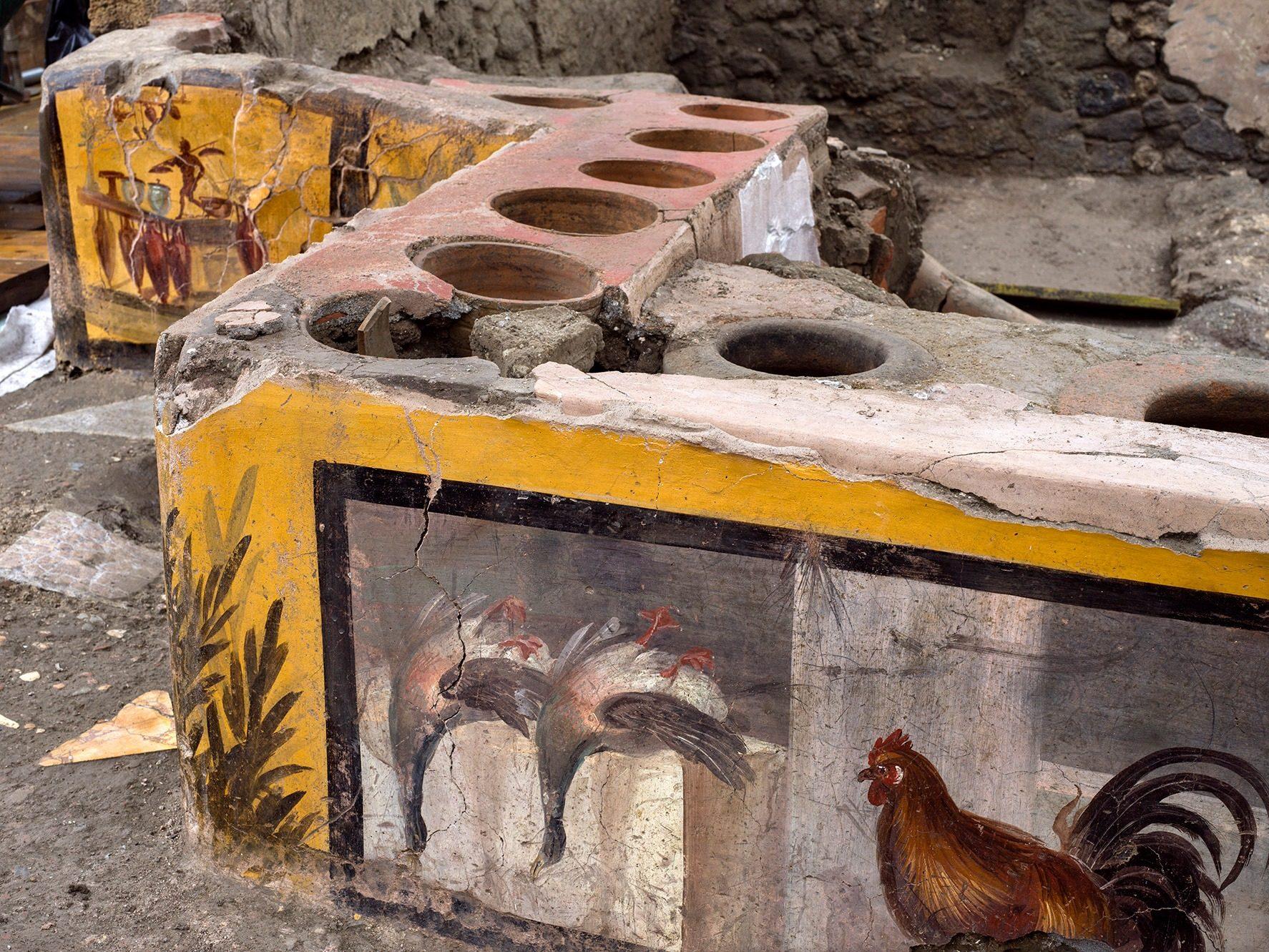 """Pompei non smette mai di stupire: dagli scavi emerge un banchetto da """"street food"""""""