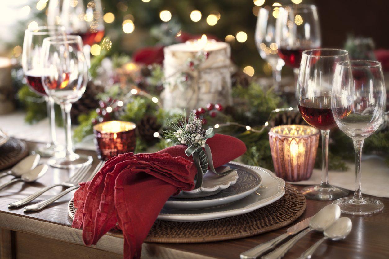 Come apparecchiare la tavola natalizia: trucchi e regole per una tavola davvero speciale