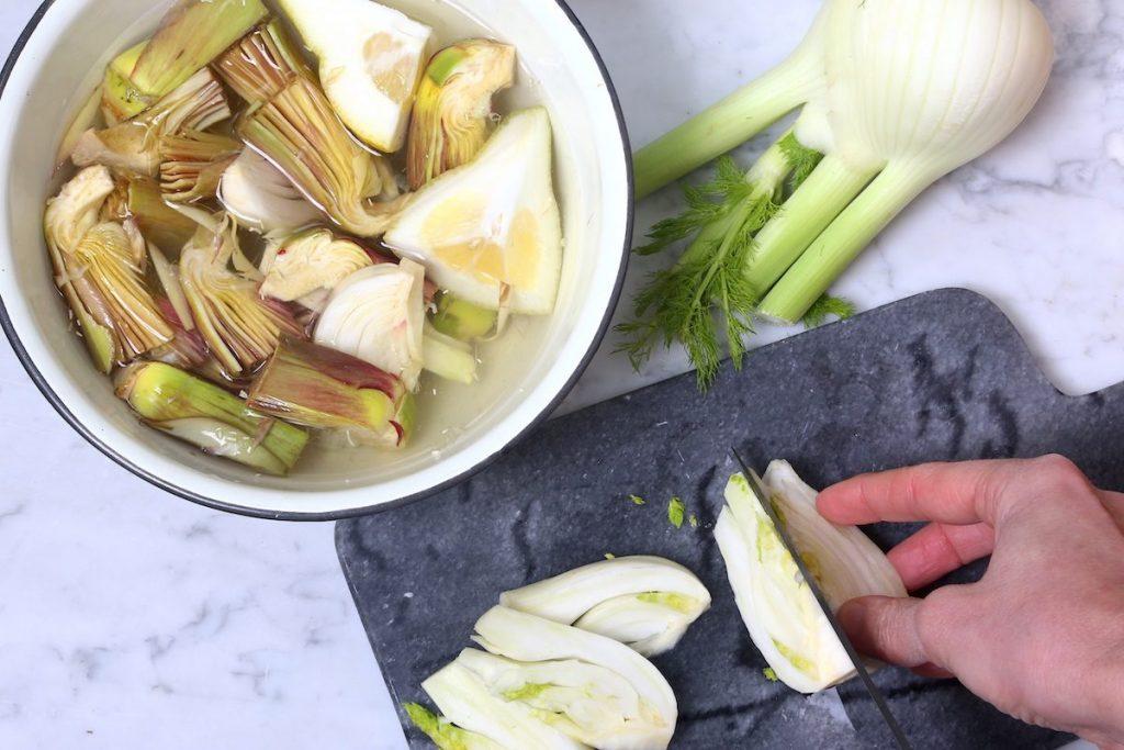 2_tagliate a spicchi i finocchi_padellata di finocchi e carciofi©Gooduria lab