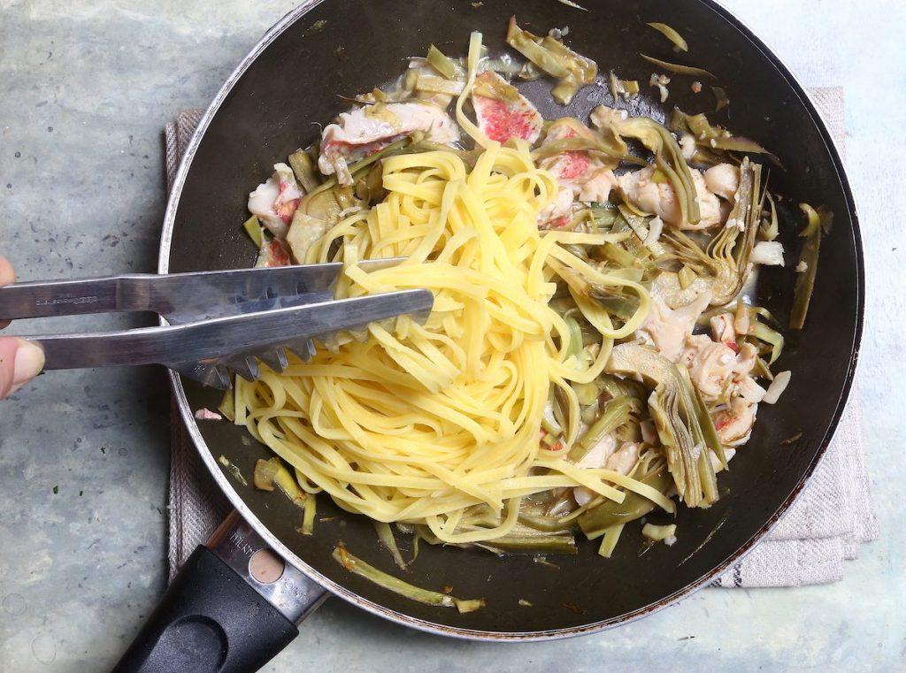 4_versare la pasta_pasta carciofi e triglie@Gooduria lab