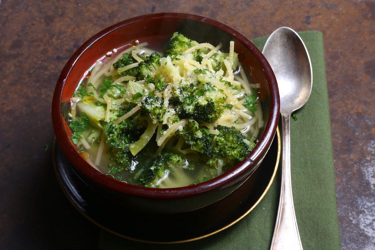 Pasta e broccoli in brodo: una ricetta semplice e nutriente