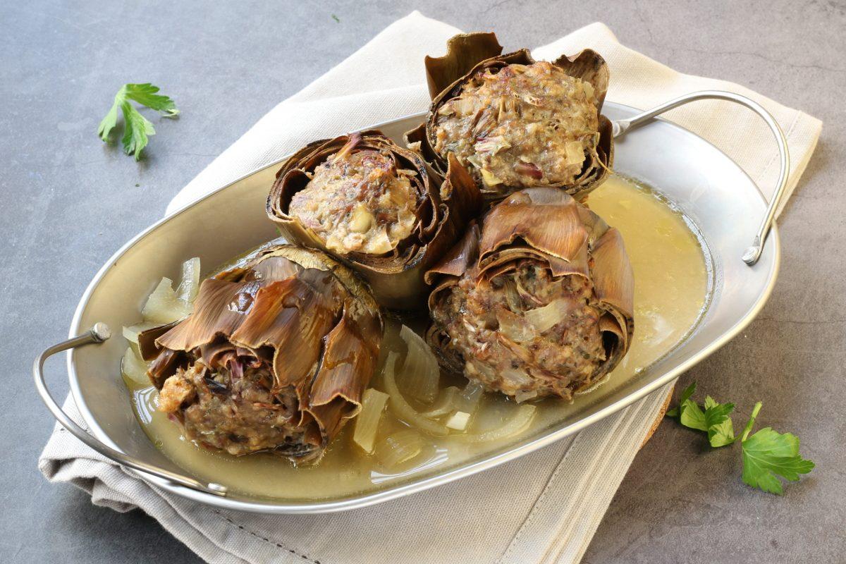 Carciofi ripieni di salsiccia: la ricetta del piatto ricco e soddisfacente