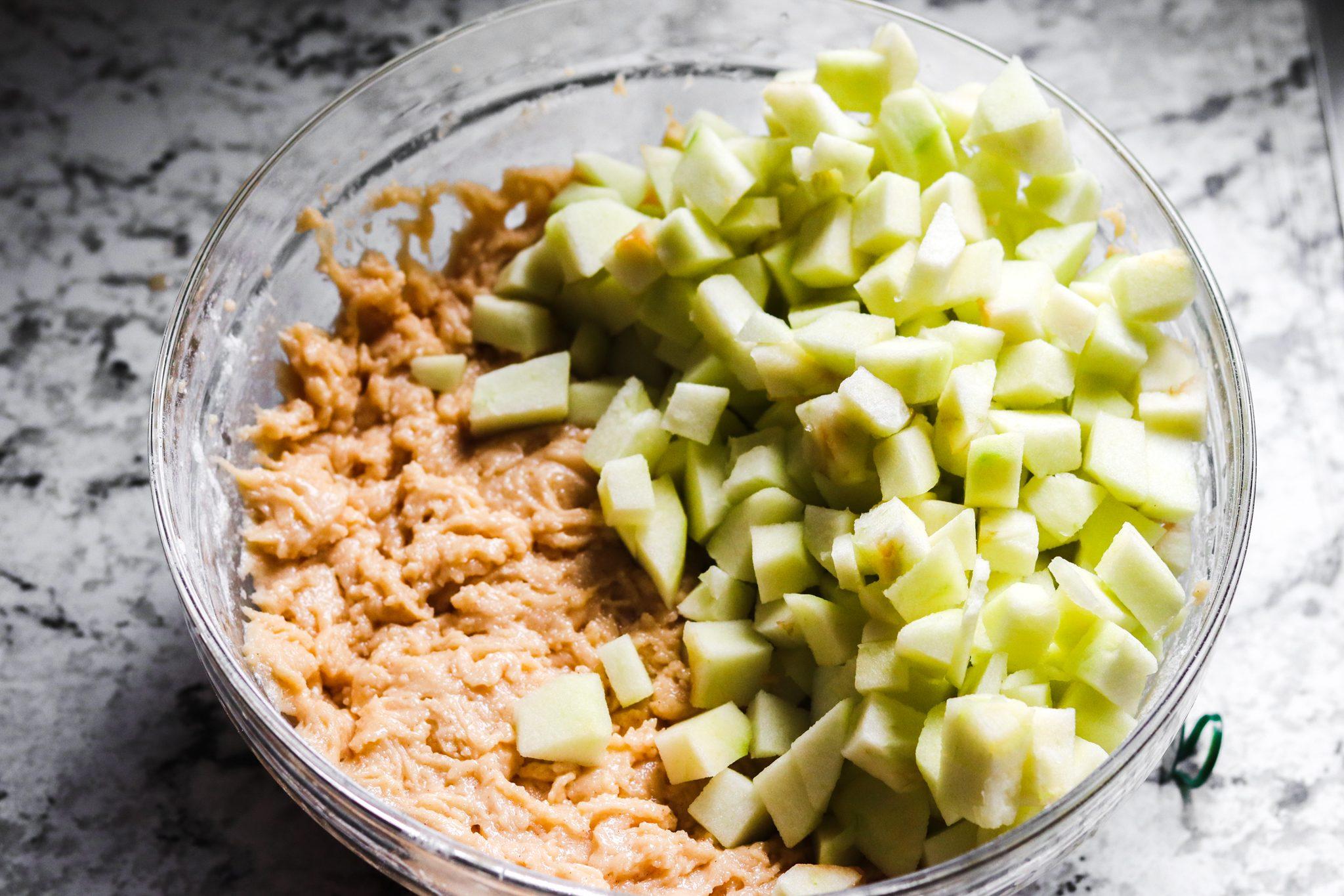 Ciambellone glassato alle mele