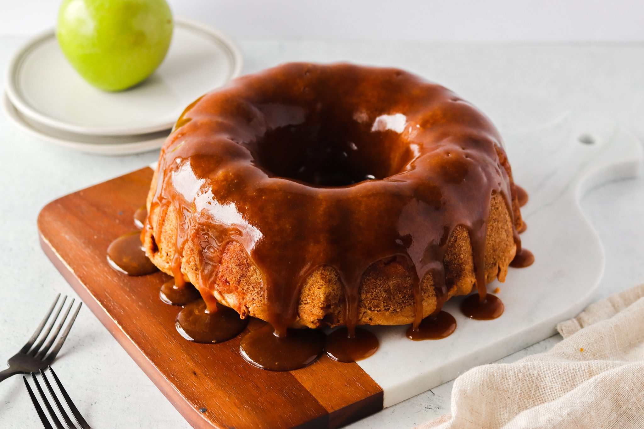 Ciambellone glassato alle mele: la ricetta del dolce soffice e goloso