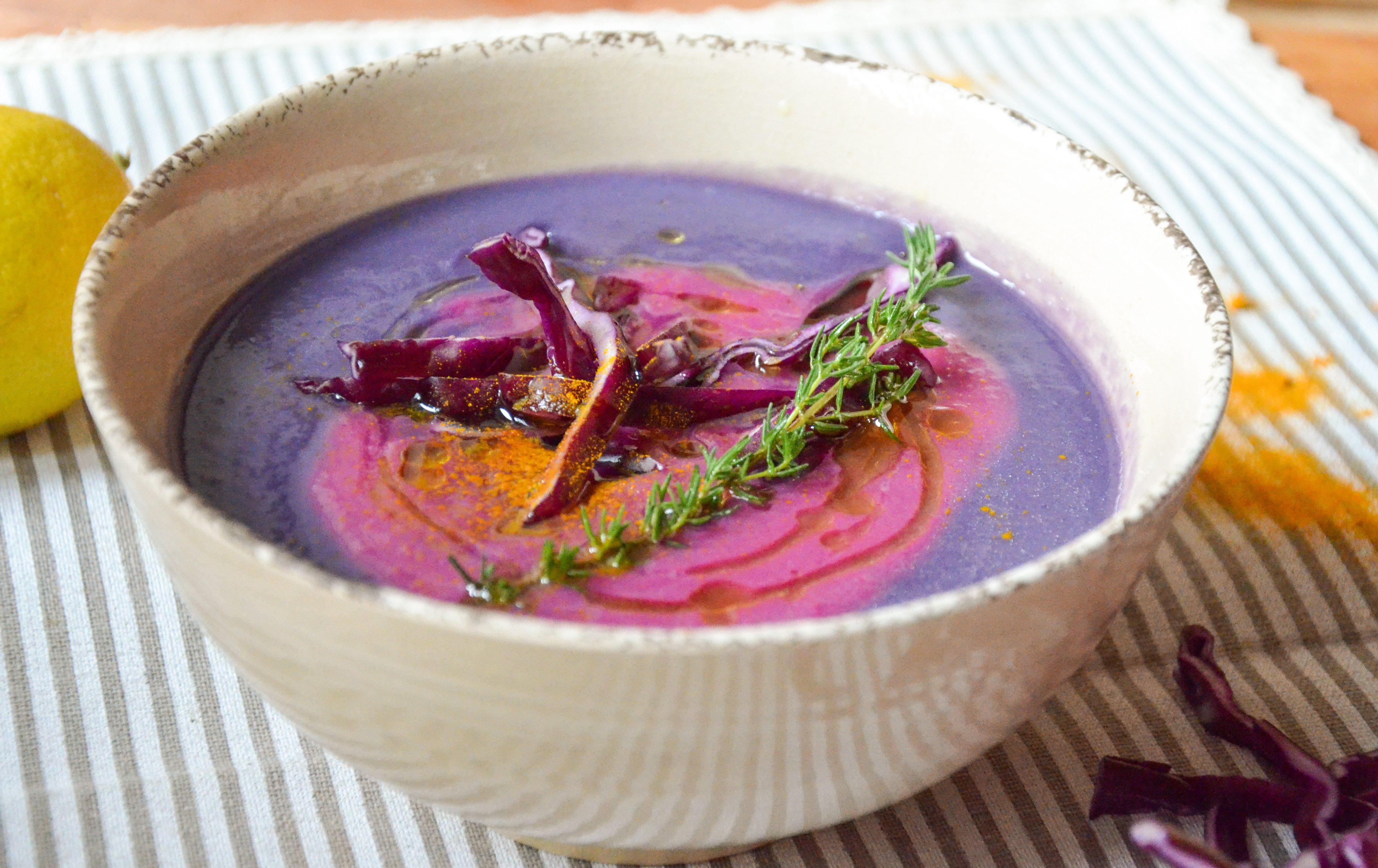 Vellutata di cavolo cappuccio rosso: la ricetta del piatto gustoso e salutare