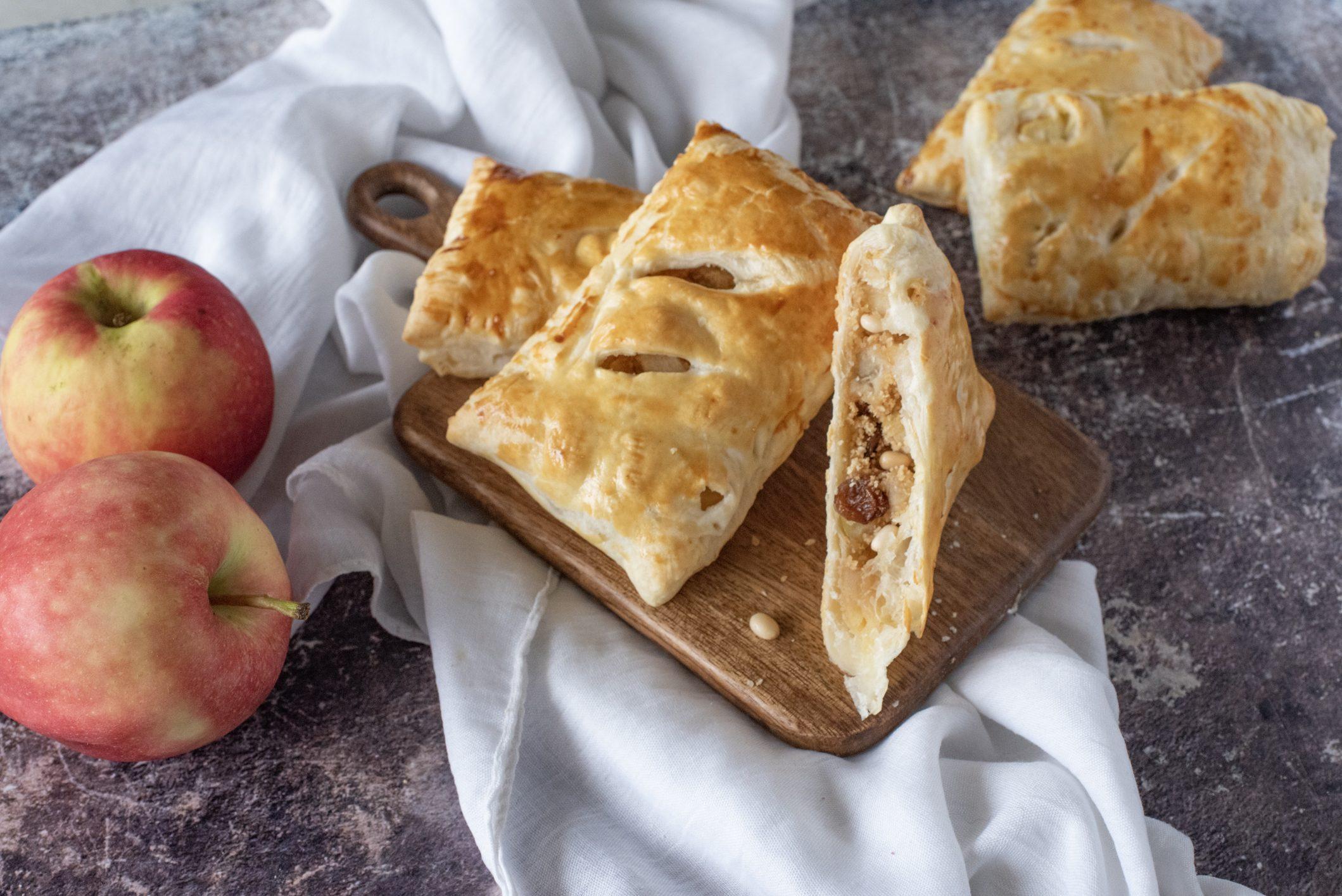 Fagottini di mele e pinoli: la ricetta dei dolcetti semplici e golosi