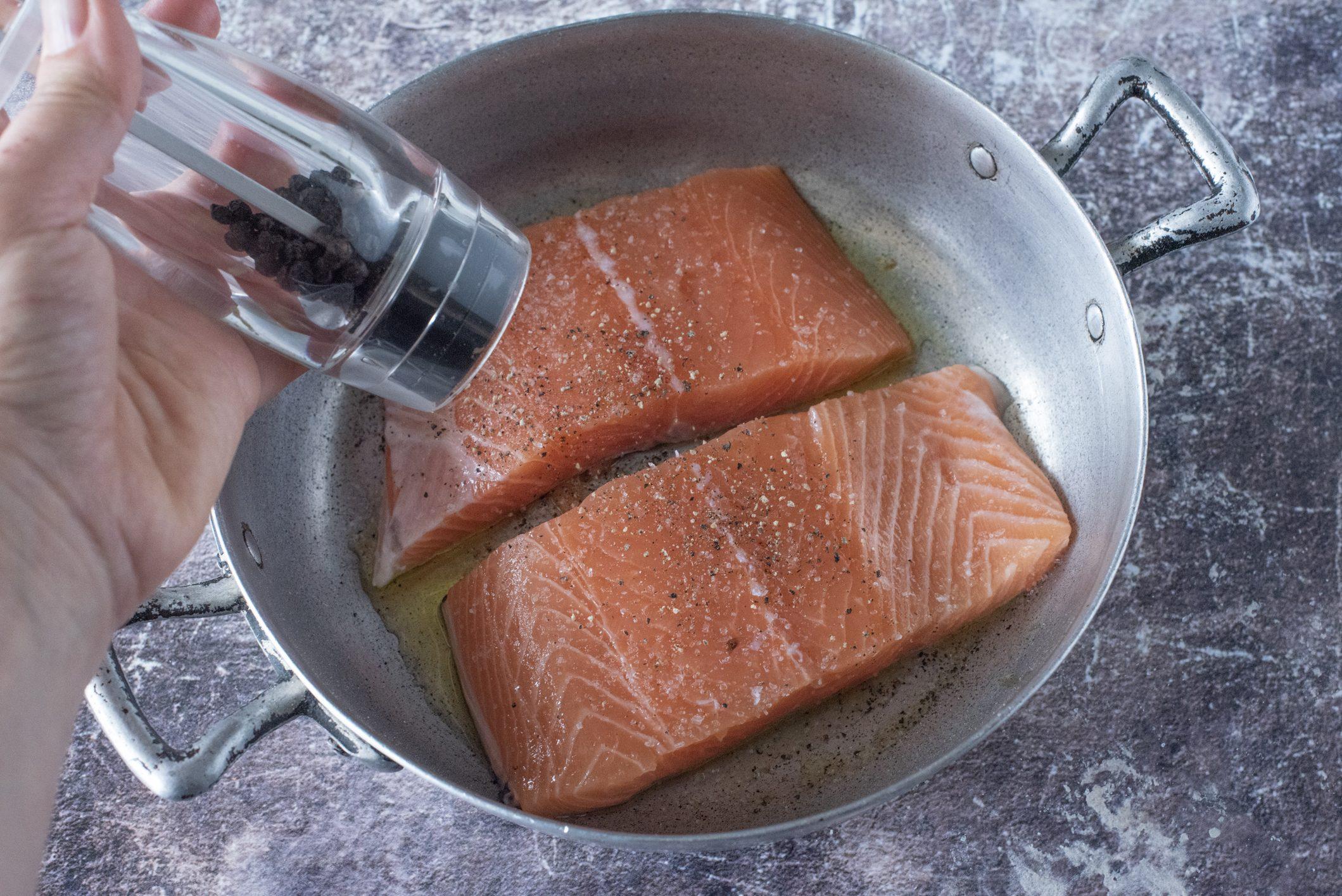 Filetto di salmone gratinato con le mandorle