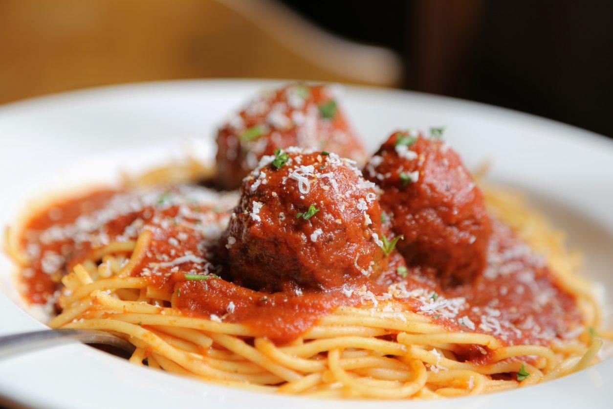 Spaghetti con polpette: la ricetta degli spaghetti meatballs ricchi e appetitosi