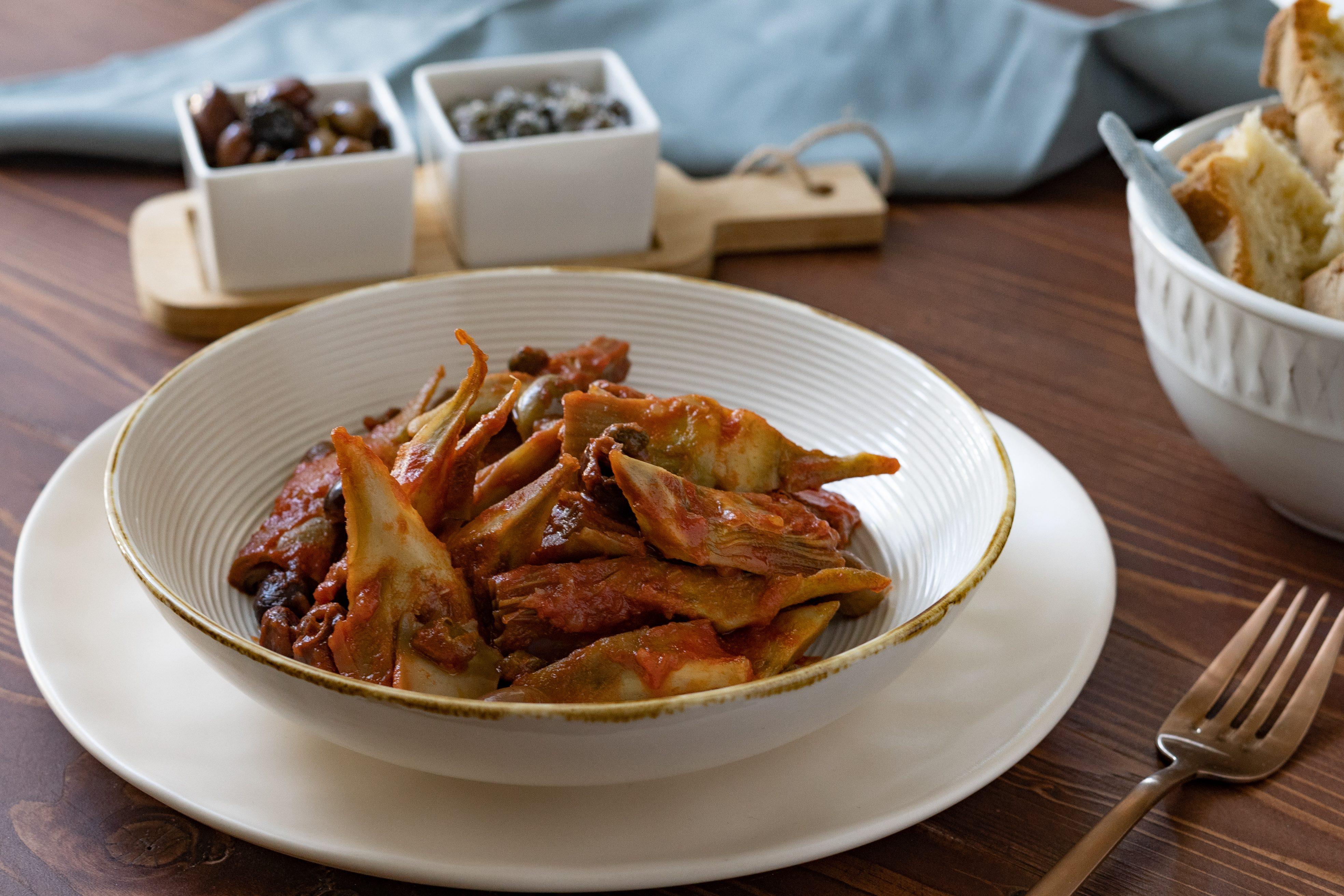 Caponata di carciofi: la ricetta del contorno ricco e gustoso
