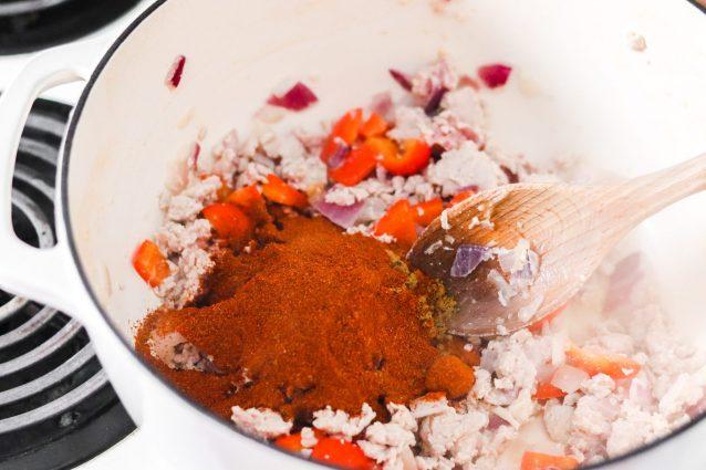 Chili di tacchino: aggiungete le spezie
