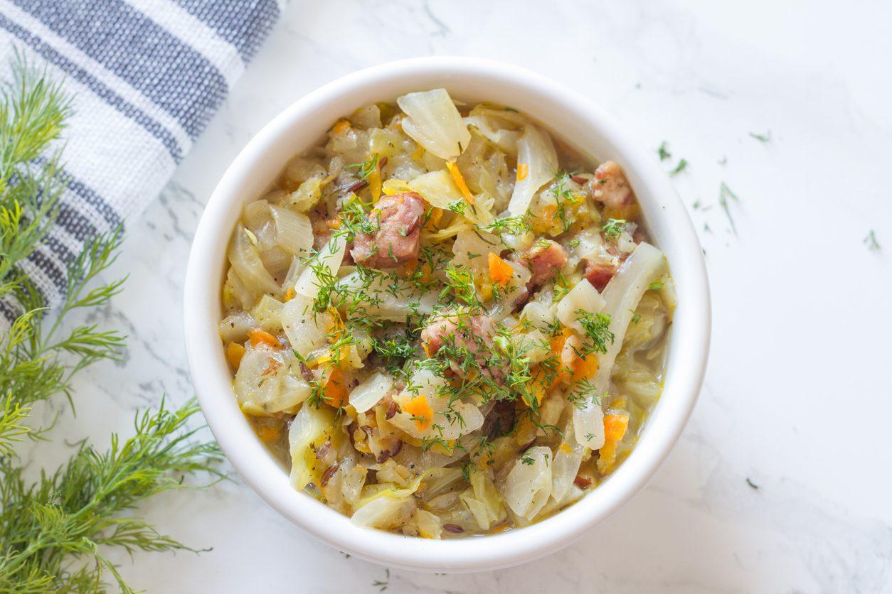 Ricette con il cavolo cappuccio: dalle insalate alle vellutate, 7 idee semplici e golose