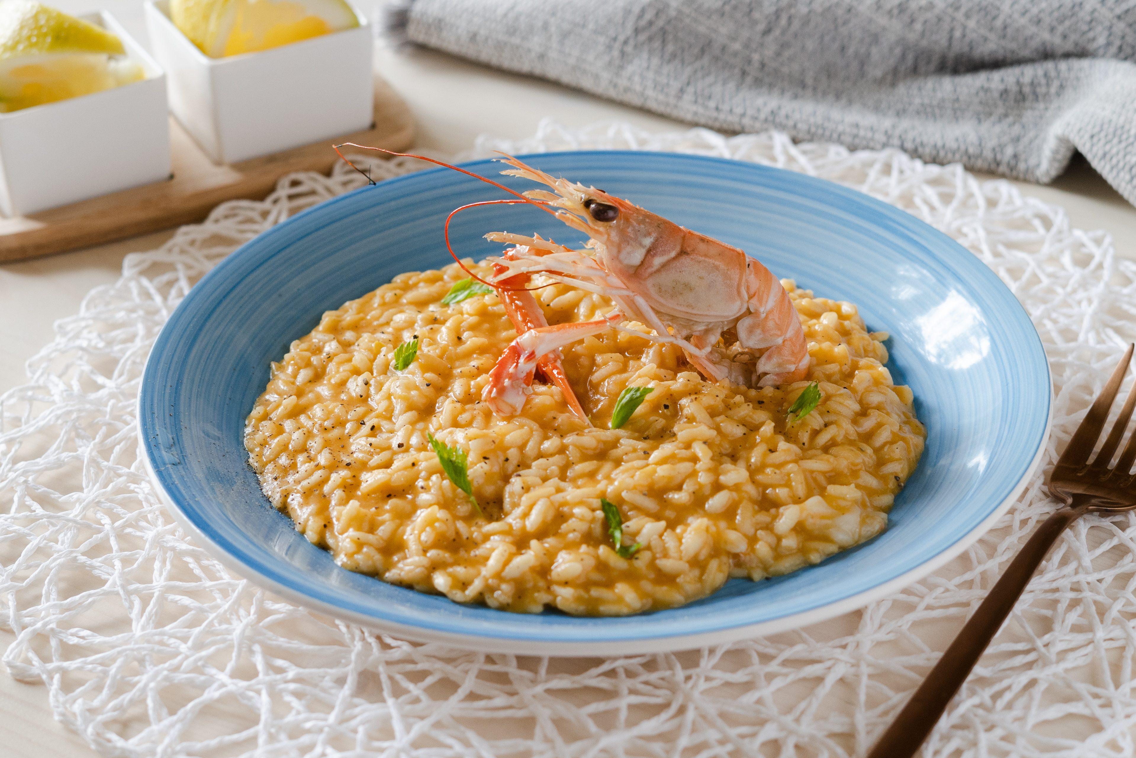 Risotto scampi e limone: la ricetta del risotto cremoso e profumato