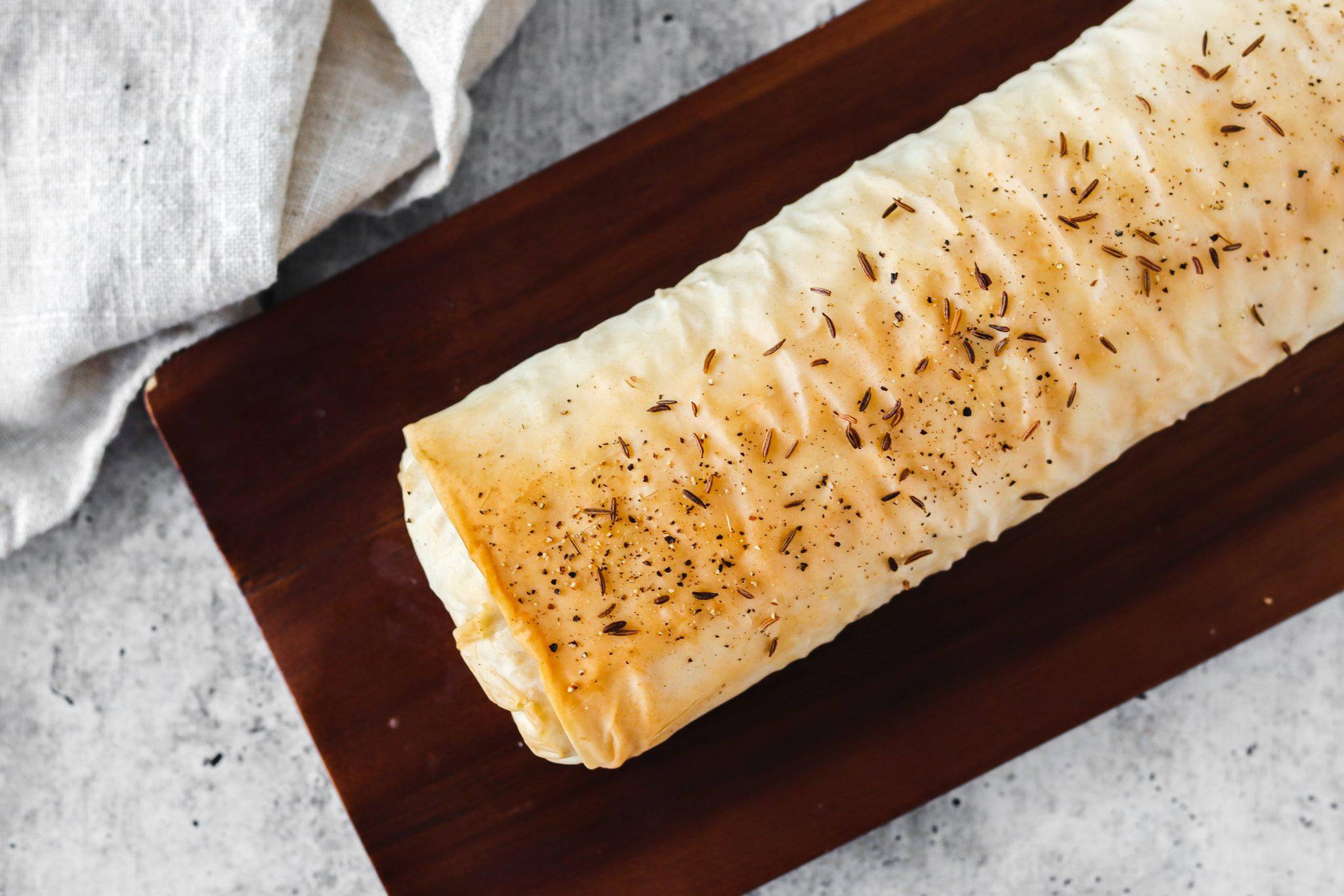 Strudel salato con crauti e pancetta: cuocere lo strudel