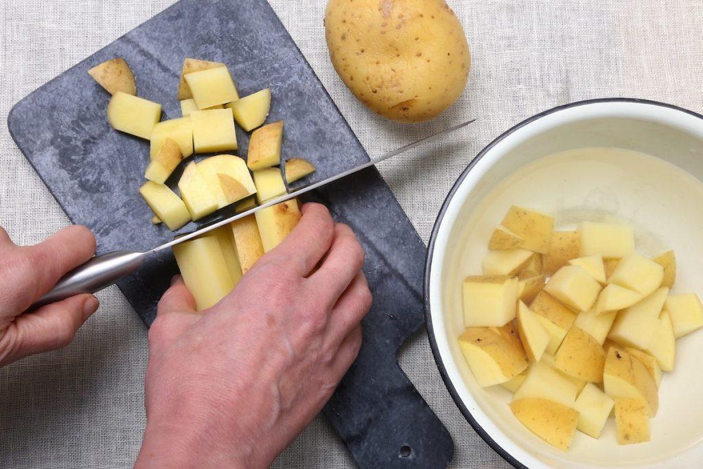 1_tagliate le patate_patate Parmigiano e prezzemol©Gooduira lab