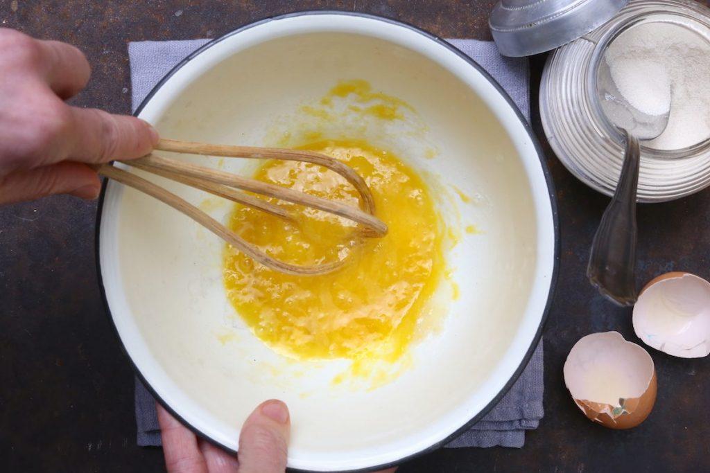 2_sbattere le uova_biscotti alle banane©Gooduria lab copia
