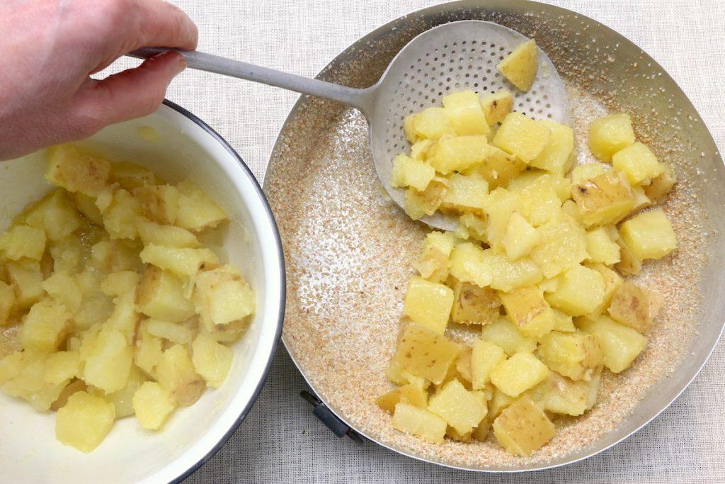 3_patate nella pirofila_patate Parmigiano e prezzemol©Gooduira lab