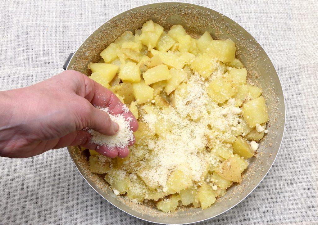 4_cospargere Parmigiano_patate Parmigiano e prezzemol©Gooduira lab