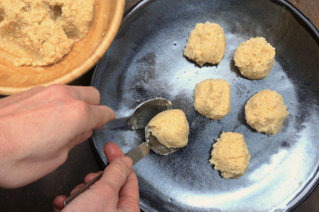 4_fare le palline_biscotti senza farina©Gooduria lab