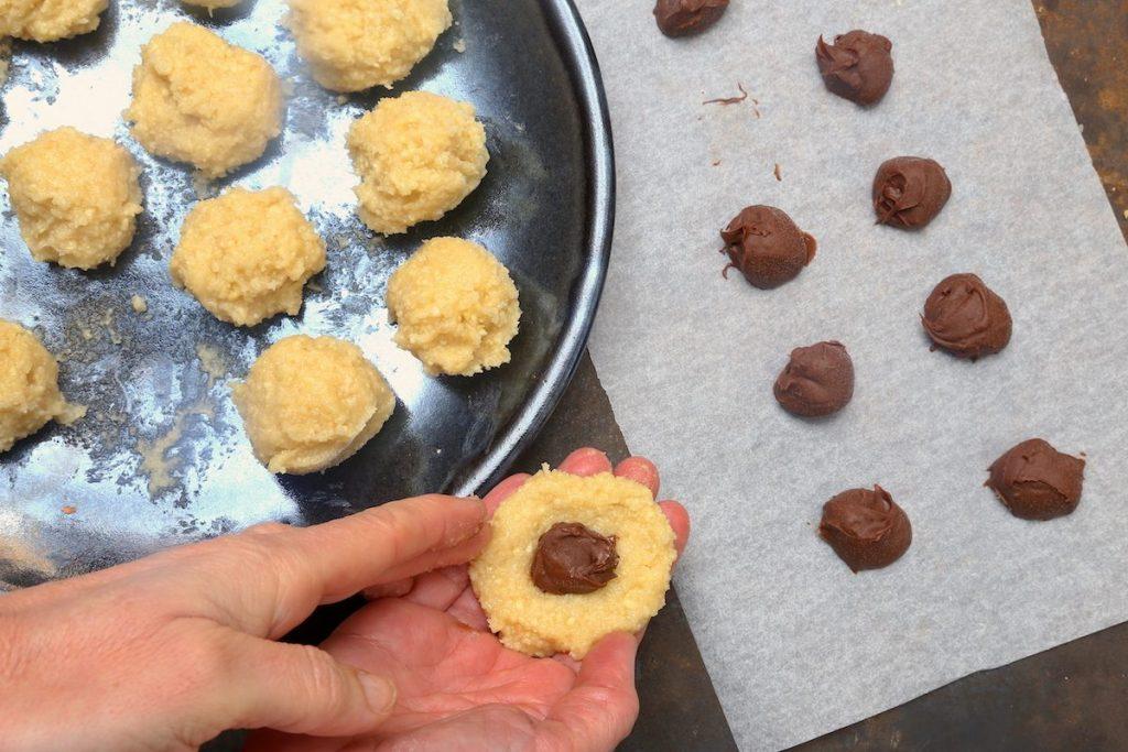 5_aggiungere crema di nocciole_biscotti senza farina©Gooduria lab